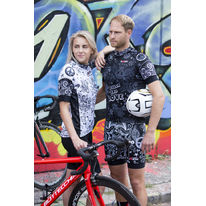 Jaro v originálním cyklistickém outfitu od Rosti